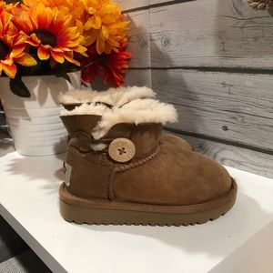Ugh Bailey Button Toddler Boots 7